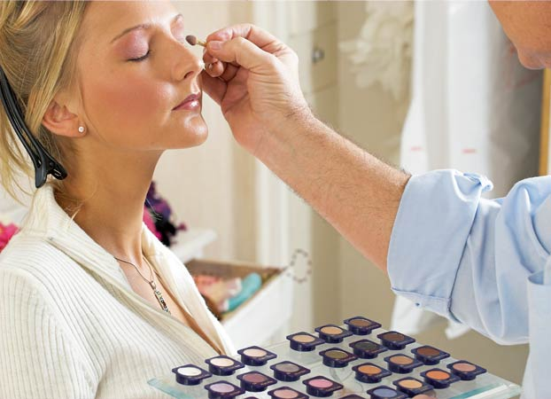 Braut-Make-up im Beauty-Salon